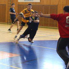 Sportovci v izolaci, návrat do dubna 2020 – Michal Havránek hraje házenou za zručskou Jiskru, s kamarády fotbálek a lední hokej